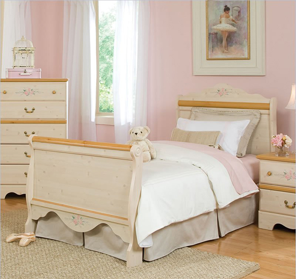 Princess Twin Sleigh Bed in White Wash